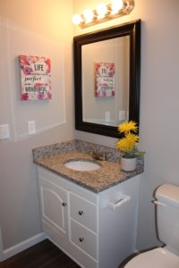 22-9134-e-windwood-wichita-hall-bath